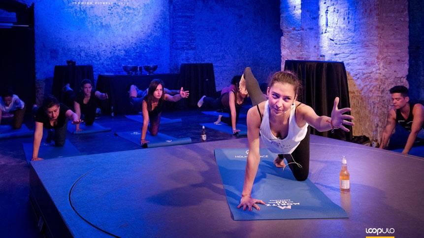 Las sesiones de Beer Yoga regresan a la Fàbrica Moritz – Loopulo
