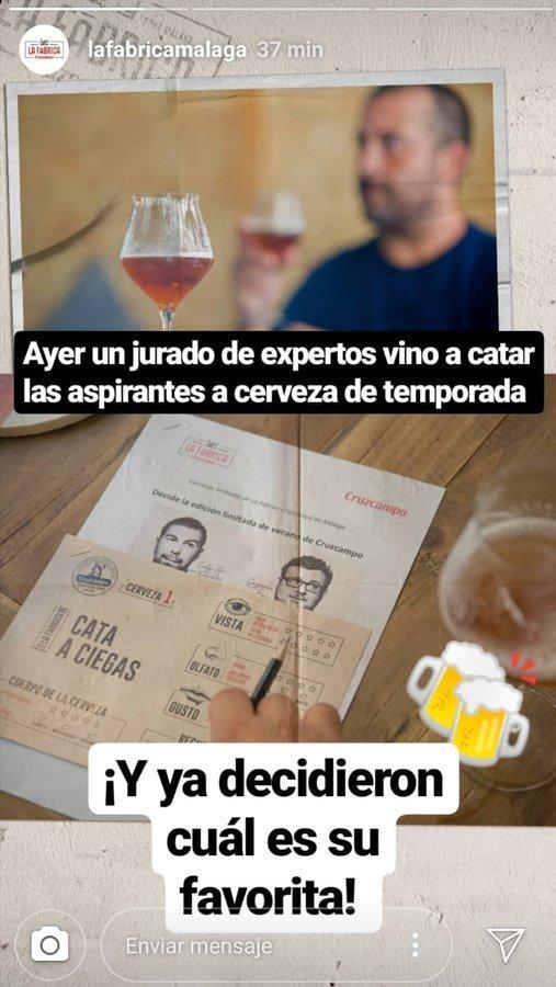Loopulo votando la cerveza del verano de La Fábrica Cruzcampo de Málaga