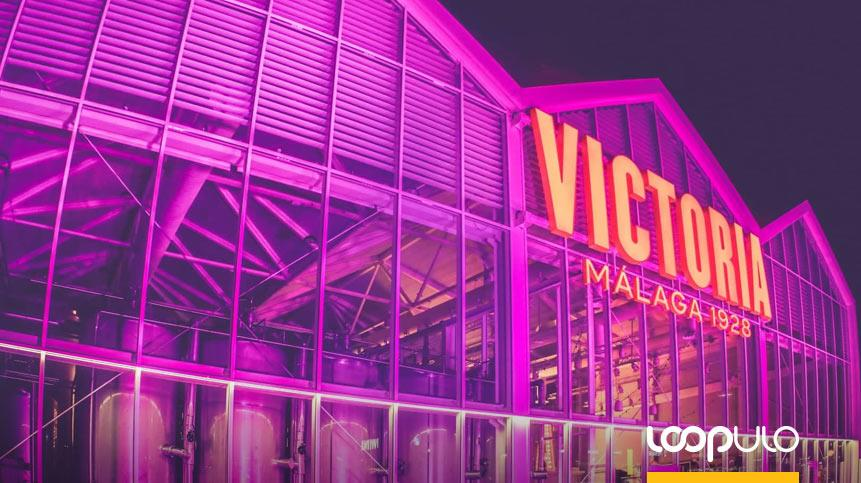 Victoria se ilumina de rosa para concienciar sobre el cáncer de mama