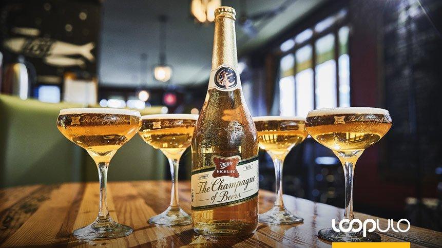 Las botellas de champán de Miller High Life vuelven por Navidad