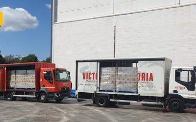 Victoria distribuye más de 33.000 botellas de agua mineral a los más necesitados