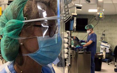 La fabrica Cruzcampo de Sevilla produce máscaras protectoras