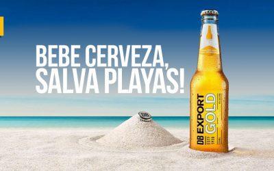 Crean una máquina que convierte botellas de cerveza en arena para la playa
