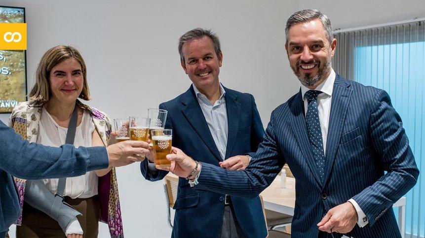 Visita de consejeros de la Junta de Andalucía a cervezas Gran Vía - Loopulo