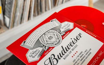 Budweiser recicla latas para convertirlas en discos de vinilo por el mes de la música