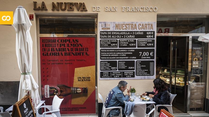Cruzcampo apoya a los bares de Cádiz con #FUERZABAR a través de sus persianas   Loopulo